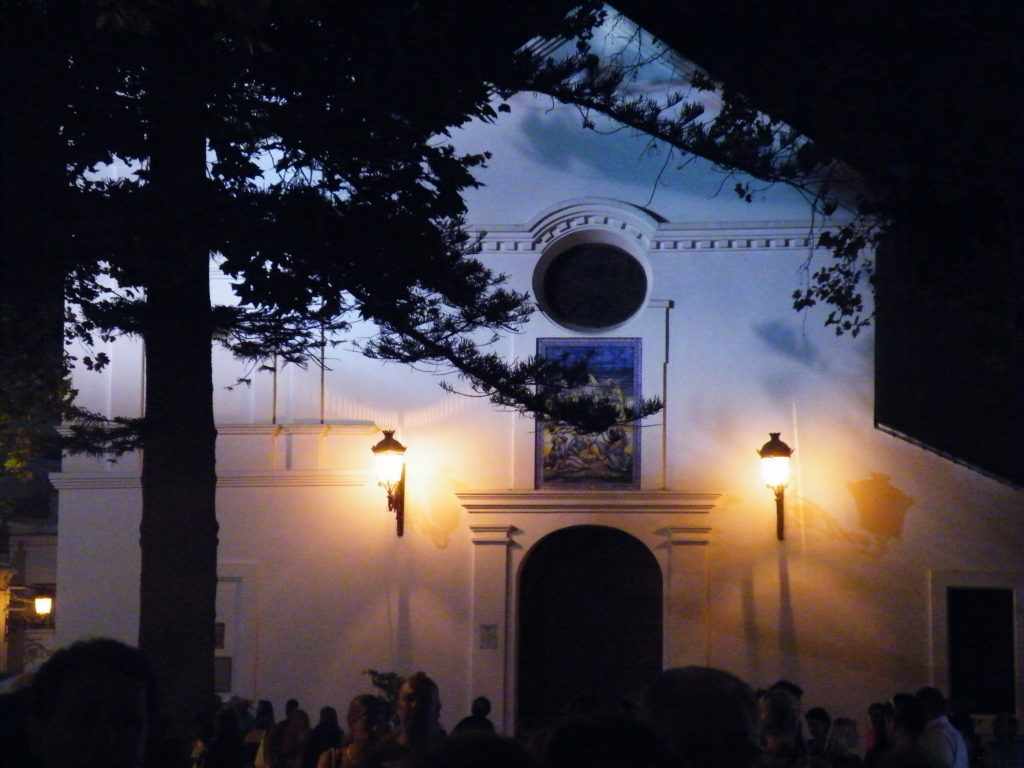 Kirche am Vorplatz